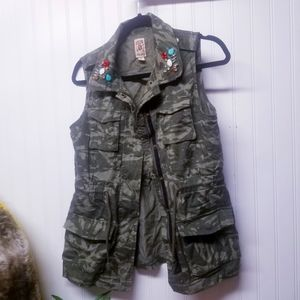 Decree Embellished Utility Vest CAMO Size Medium